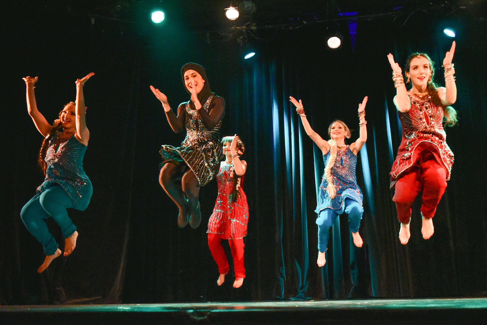 Compagnie Roses des Sables - spectacle - bollywood show bhangra