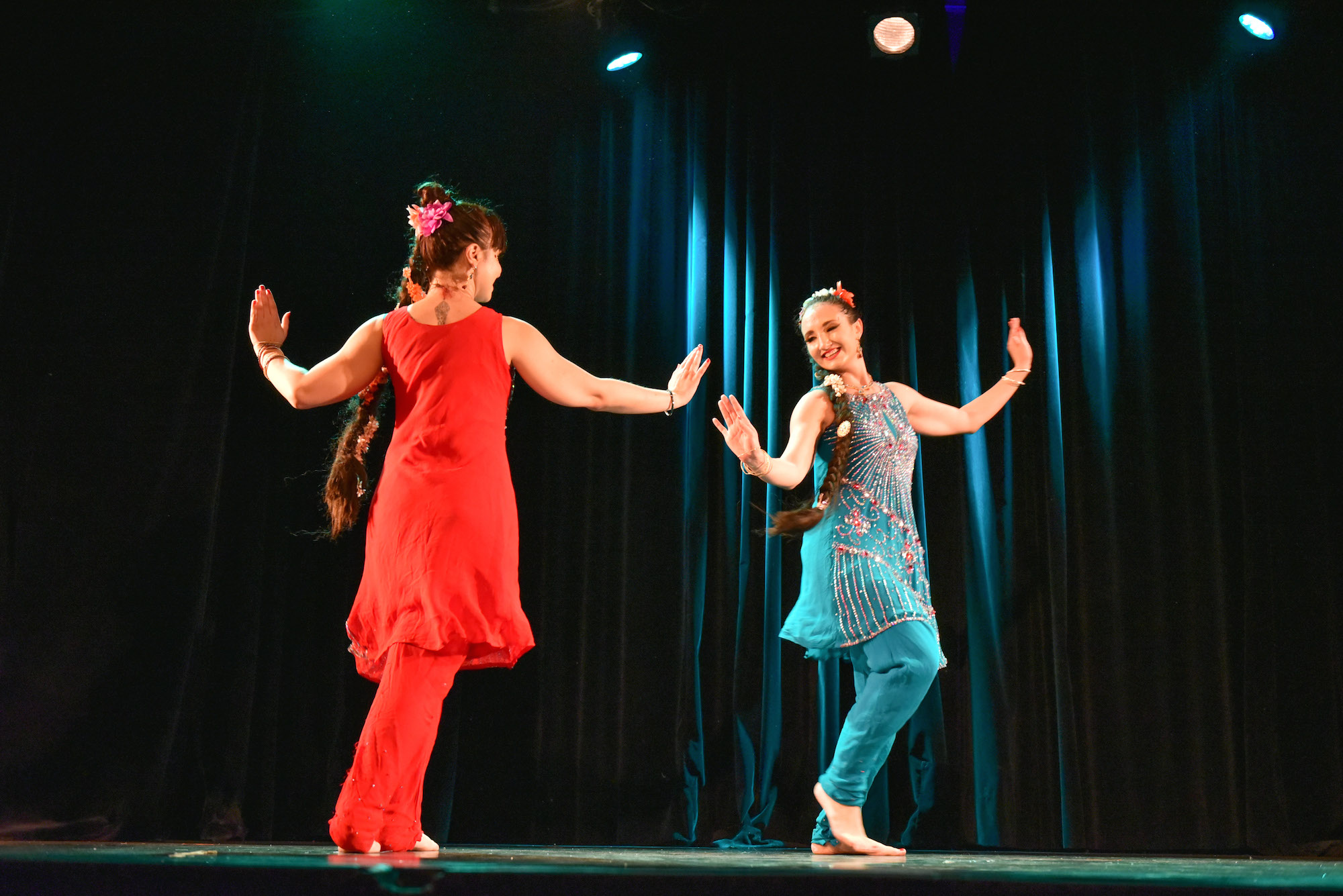 Compagnie Roses des Sables - spectacle - bollywood show duo bhangra