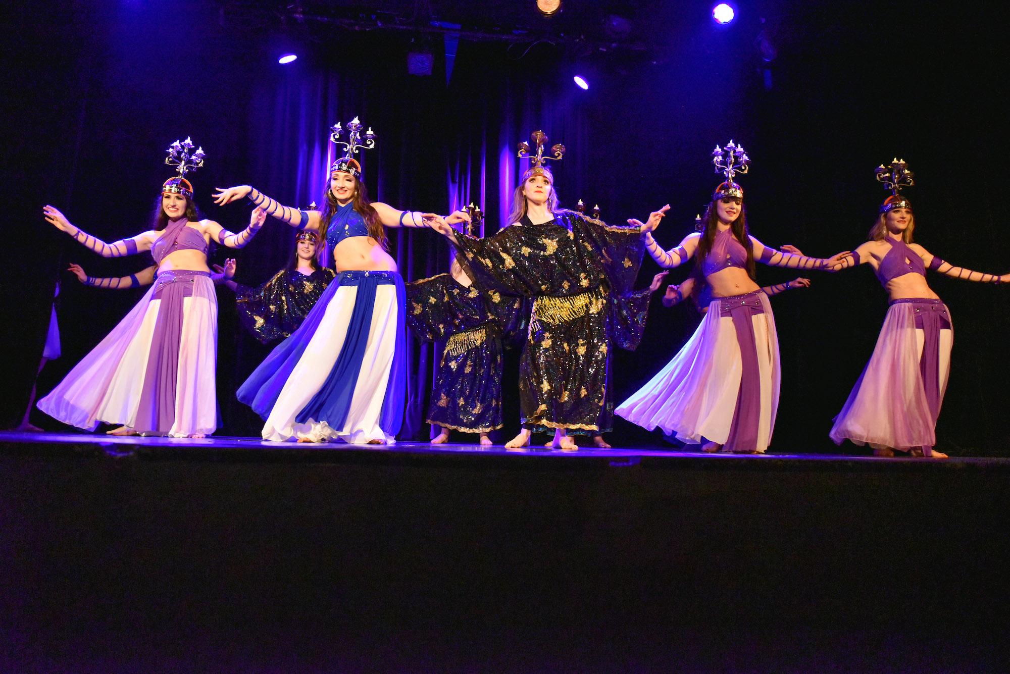 Compagnie Roses des Sables - spectacles - merveille - danse orientale chandeliers